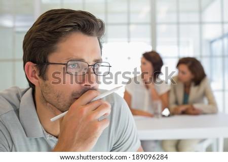 Nadenkend jonge zakenman hand Stockfoto © wavebreak_media