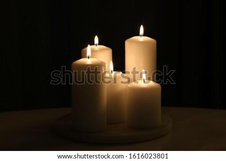 Aromático vainilla amarillo velas establecer noche Foto stock © Anneleven