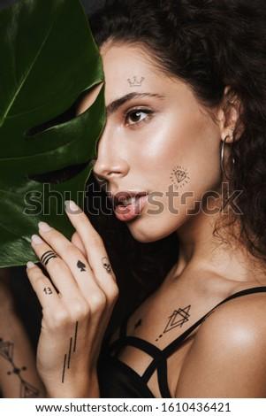 Afbeelding jonge verleidelijk vrouw naar achter Stockfoto © deandrobot