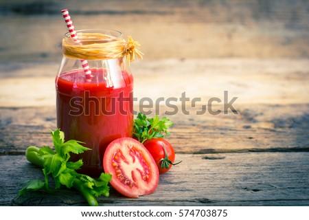 Vers tomatensap rijp tomaten houten tafel blad Stockfoto © karandaev