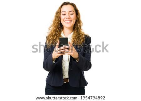 Jól kinéző nő öltöny telefon áll fehér Stock fotó © wavebreak_media