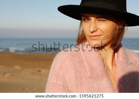 portré · fiatal · lány · visel · kalap · pulóver · tart - stock fotó © victoria_andreas