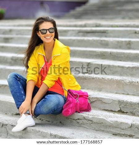 Seducente donna giallo occhiali da sole colorato vestiti Foto d'archivio © feedough
