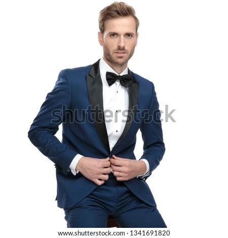 Jóképű fickó kék csokornyakkendő társalgó kabát Stock fotó © feedough