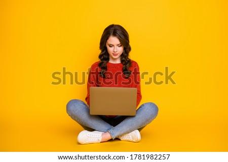 Stock fotó: Fotó · vonzó · nő · modell · kötött · piros · pulóver