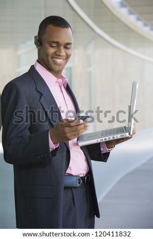 афроамериканец бизнесмен Постоянный ноутбук изолированный Сток-фото © dgilder