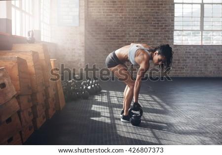 ケトルベル · スイング · トレーニング · 訓練 · 女性 · ジム - ストックフォト © boggy