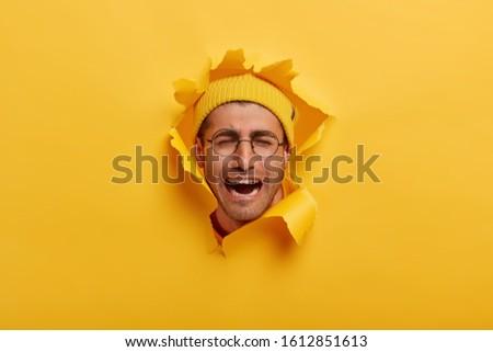 Izolált lövés boldogtalan kétségbeesett férfi borosta Stock fotó © vkstudio