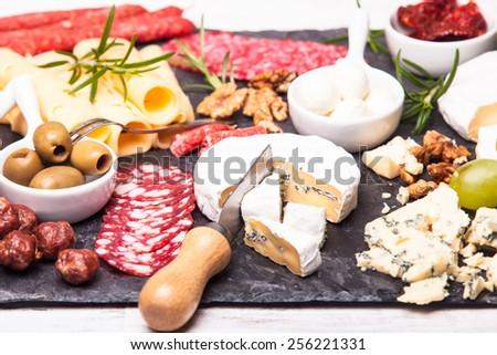 Prosciutto baharatlı İtalyan sosis peynir fındık Stok fotoğraf © boggy