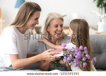 внучка бабушки цветы домой семьи Сток-фото © dolgachov