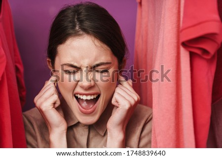 Foto Frau Ohren stehen Kleiderständer Stock foto © deandrobot