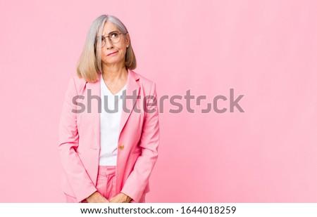 Portret verward zakenvrouw witte handen gezicht Stockfoto © wavebreak_media
