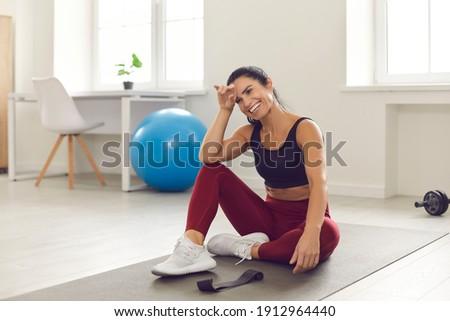 Fitnessz gyönyörű fiatal nő nagyszerű forma lány Stock fotó © hsfelix