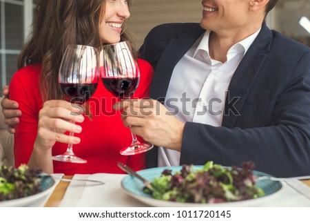 meşgul · çift · içme · kutlama - stok fotoğraf © boggy