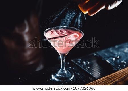 barman · cocktail · olijfolie · bar · counter · gelukkig - stockfoto © dashapetrenko