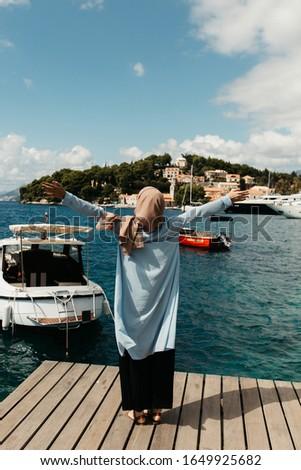 Hátulnézet fiatal muszlim női kék hidzsáb Stock fotó © pressmaster