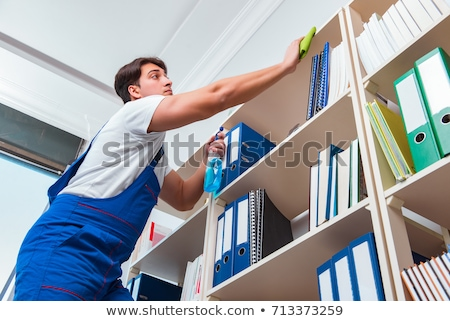 Travailleur nettoyage plateau bureau adulte Homme Photo stock © AndreyPopov