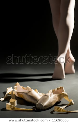 dançarina · balé · ouvir · pernas · bailarino · azul - foto stock © choreograph