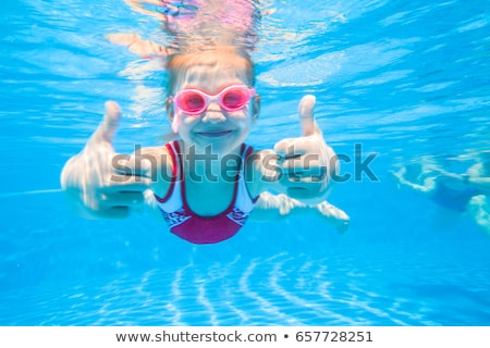 animado · feliz · little · girl · piscina · rosa - foto stock © dashapetrenko