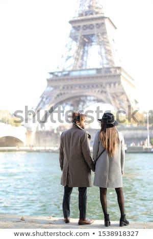 casual · Pareja · caminando · cámara · mirando · otro - foto stock © feedough