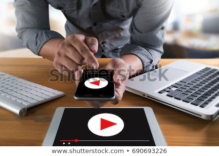 vídeo · marketing · internet · trabalhando · laptop · tela - foto stock © tashatuvango
