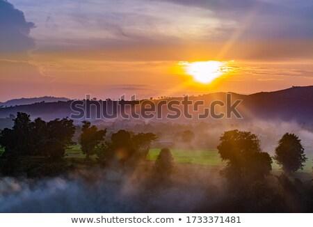 Stock fotó: Napfelkelte · mögött · hegy · gyönyörű · felhők · óceán