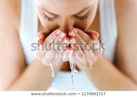 mãos · faxineira · cara · da · mulher · esponja · ver · cara - foto stock © sapegina