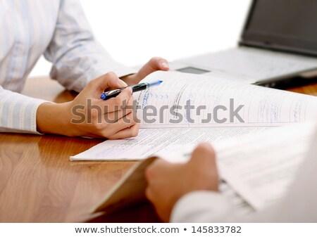 Femme d'affaires stylo contrat signe femme papier Photo stock © mmarcol