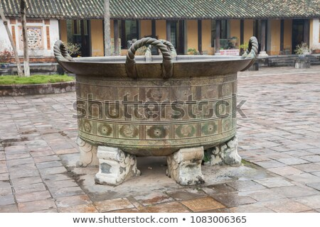 Vietnam oude bronzen container ingericht vogels Stockfoto © romitasromala