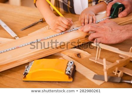 filho · pai · governante · medir · madeira · oficina · família - foto stock © dolgachov