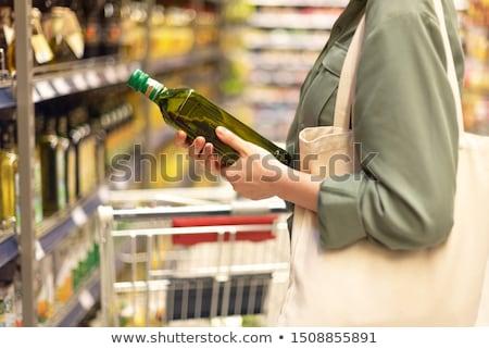 Femme achat huile d'olive supermarché épicerie vente Photo stock © dolgachov