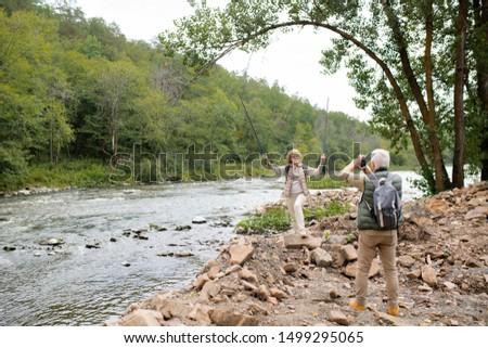 érett női emel trekking néz férj Stock fotó © pressmaster