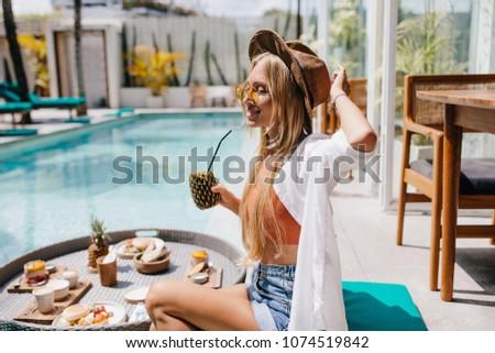 Mooie vrouwelijke model zonnebril vakantie zee Stockfoto © ElenaBatkova