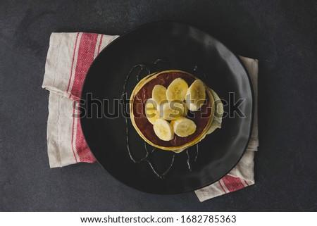 Lezzetli çikolata ev yapımı krep siyah seramik Stok fotoğraf © dash