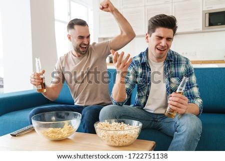 Foto jovem animado caras fãs gritando Foto stock © deandrobot