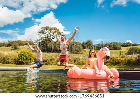 Arkadaşlar atlama su kamu havuz adam Stok fotoğraf © Kzenon