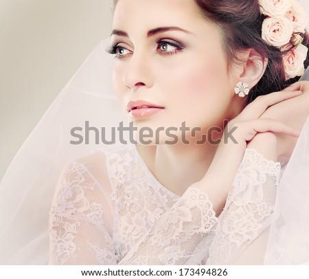 Retrato hermosa novia ventana mujer boda Foto stock © luckyraccoon
