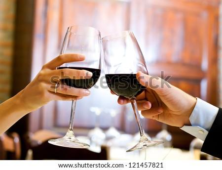 gelukkig · glimlachend · paar · restaurant · vieren · toast - stockfoto © wavebreak_media