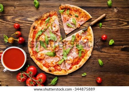 итальянский пиццы служивший деревянный стол выстрел Сток-фото © dash