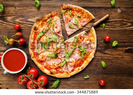 delicioso · italiano · pizza · servido · mesa · de · madeira · madeira - foto stock © dash