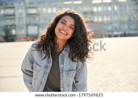 Görüntü güzel kadın 20s kıvırcık saçlı gülme Stok fotoğraf © deandrobot