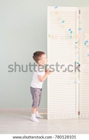 Vidám fiú áll hálószoba illusztráció gyermek diák Stock fotó © colematt