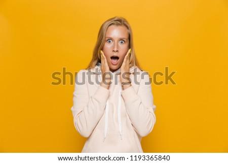 Photo femme dentaires accolades hurlant Photo stock © deandrobot