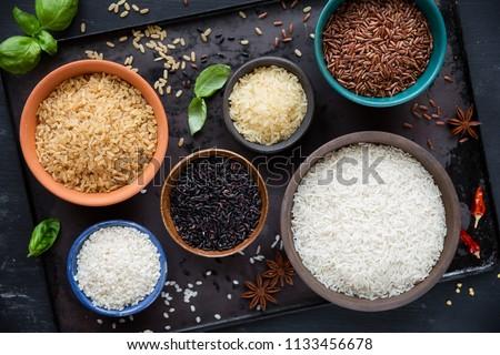 rojo · tazón · crudo · orgánico · risotto · arroz - foto stock © DenisMArt