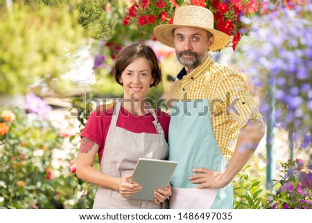 Kettő sikeres gazdák munkaruha áll virágzó Stock fotó © pressmaster
