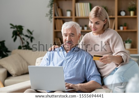 オンラインショッピング · ノートパソコン · ホーム · 女性 · 男 - ストックフォト © pressmaster
