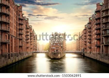 öreg Hamburg Németország alkonyat víz ház Stock fotó © elxeneize