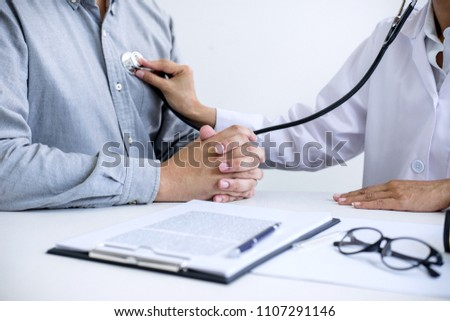 Homme médecin battement de coeur patient Photo stock © Freedomz