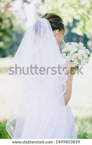 brunette · bruid · poseren · traditioneel · trouwjurk · geïsoleerd - stockfoto © get4net