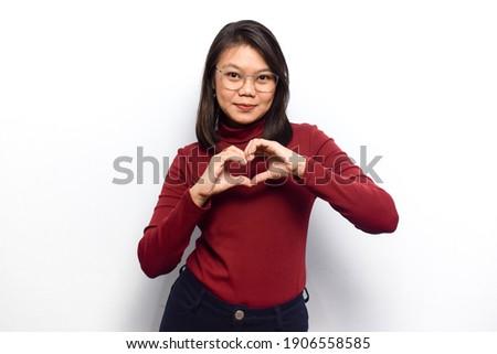 atraente · mulher · jovem · vestido · vermelho · foto · em · pé · branco - foto stock © restyler